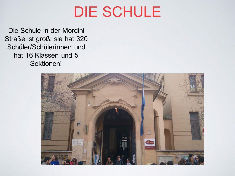 DIE SCHULE Die Schule in der Mordini Straße ist groß; sie hat 320 Schüler/Schülerinnen und hat 16 Klassen und 5 Sektionen!