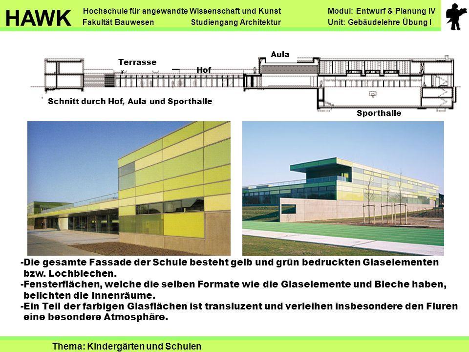 Schnitt durch Hof, Aula und Sporthalle Sporthalle Aula Hof Terrasse -Die gesamte Fassade der Schule besteht gelb und grün bedruckten Glaselementen bzw.