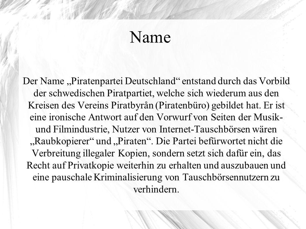 """Name Der Name """"Piratenpartei Deutschland entstand durch das Vorbild der schwedischen Piratpartiet, welche sich wiederum aus den Kreisen des Vereins Piratbyrån (Piratenbüro) gebildet hat."""