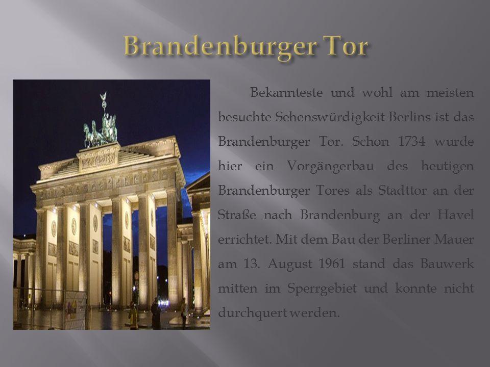 Bekannteste und wohl am meisten besuchte Sehenswürdigkeit Berlins ist das Brandenburger Tor. Schon 1734 wurde hier ein Vorgängerbau des heutigen Brand