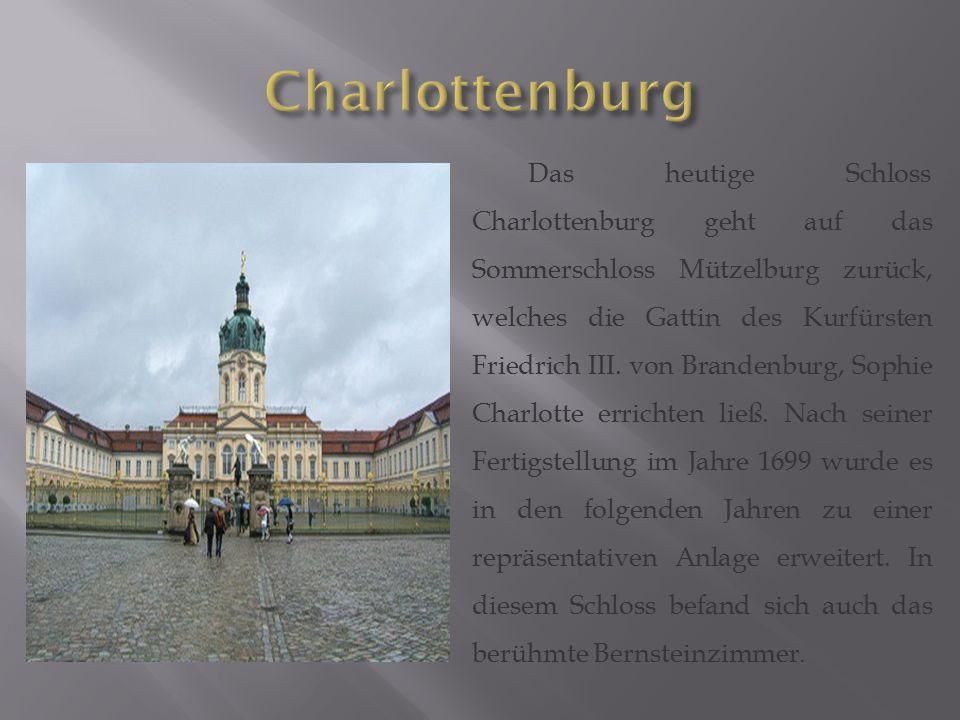 Das heutige Schloss Charlottenburg geht auf das Sommerschloss Mützelburg zurück, welches die Gattin des Kurfürsten Friedrich III. von Brandenburg, Sop