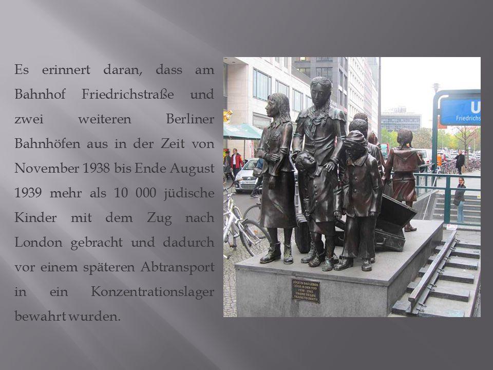 Es erinnert daran, dass am Bahnhof Friedrichstraße und zwei weiteren Berliner Bahnhöfen aus in der Zeit von November 1938 bis Ende August 1939 mehr al