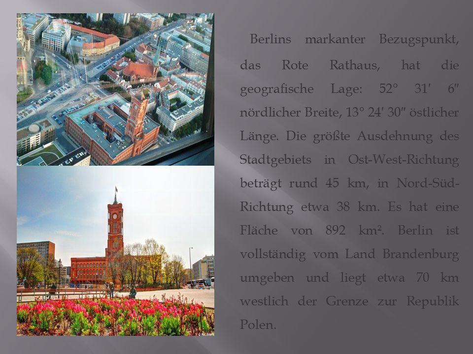 Berlins markanter Bezugspunkt, das Rote Rathaus, hat die geografische Lage: 52° 31′ 6″ nördlicher Breite, 13° 24′ 30″ östlicher Länge. Die größte Ausd
