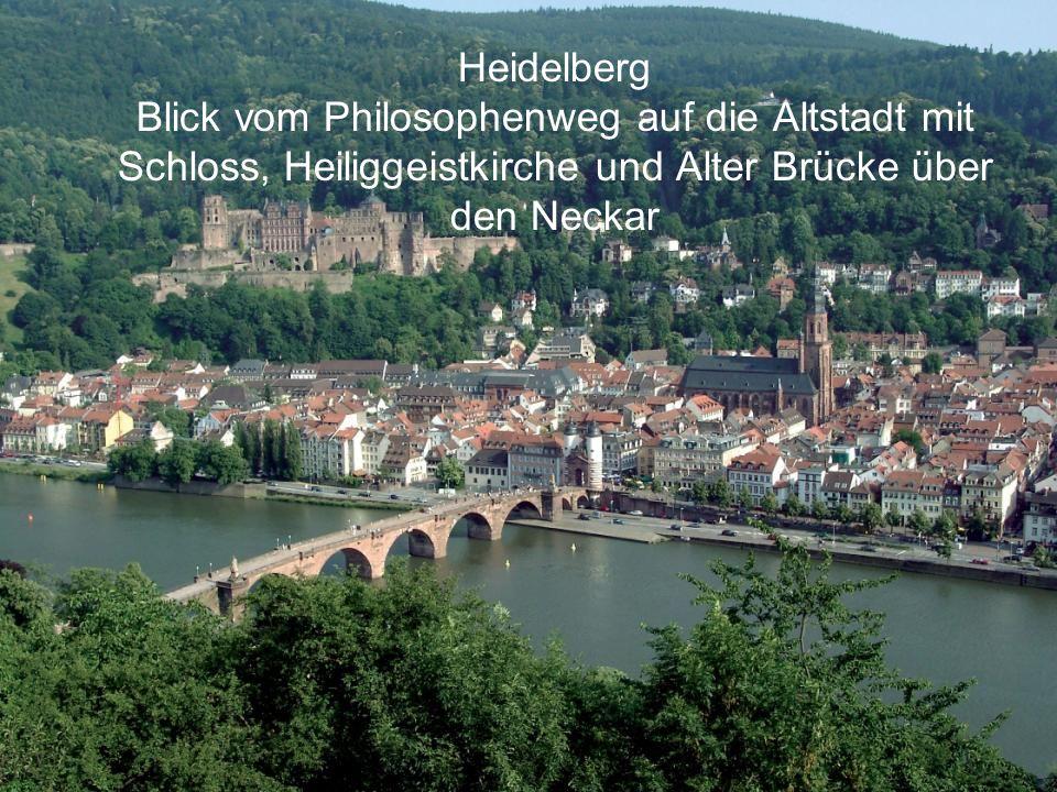 Heidelberg Blick vom Philosophenweg auf die Altstadt mit Schloss, Heiliggeistkirche und Alter Brücke über den Neckar