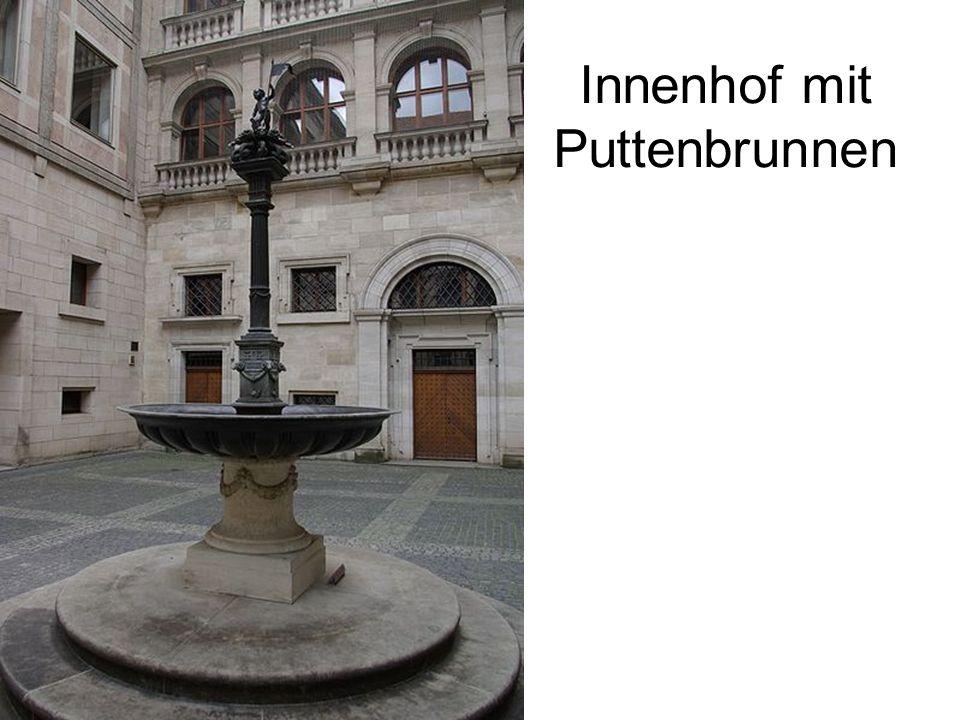 Innenhof mit Puttenbrunnen