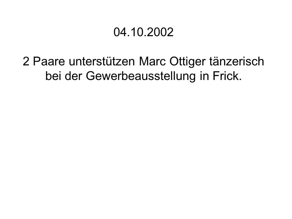 04.10.2002 2 Paare unterstützen Marc Ottiger tänzerisch bei der Gewerbeausstellung in Frick.