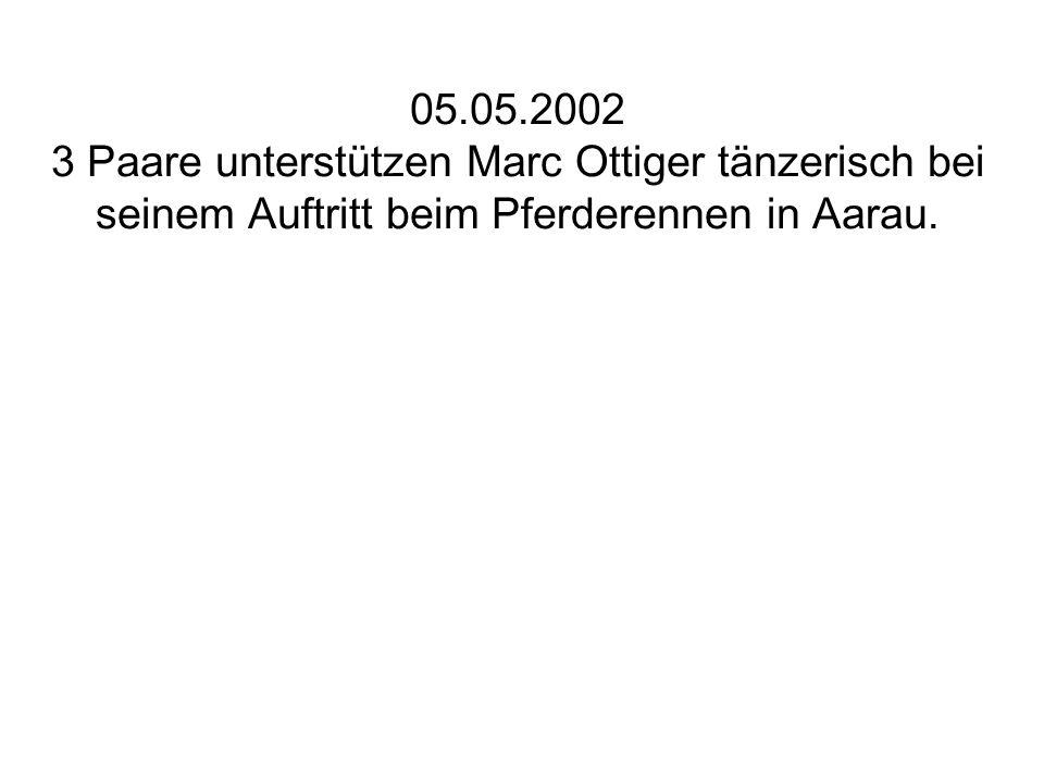 21.09.2002 Zwillingstreffen in Thun. Die halbe Bühne war mit Utensilien der Band verstellt.