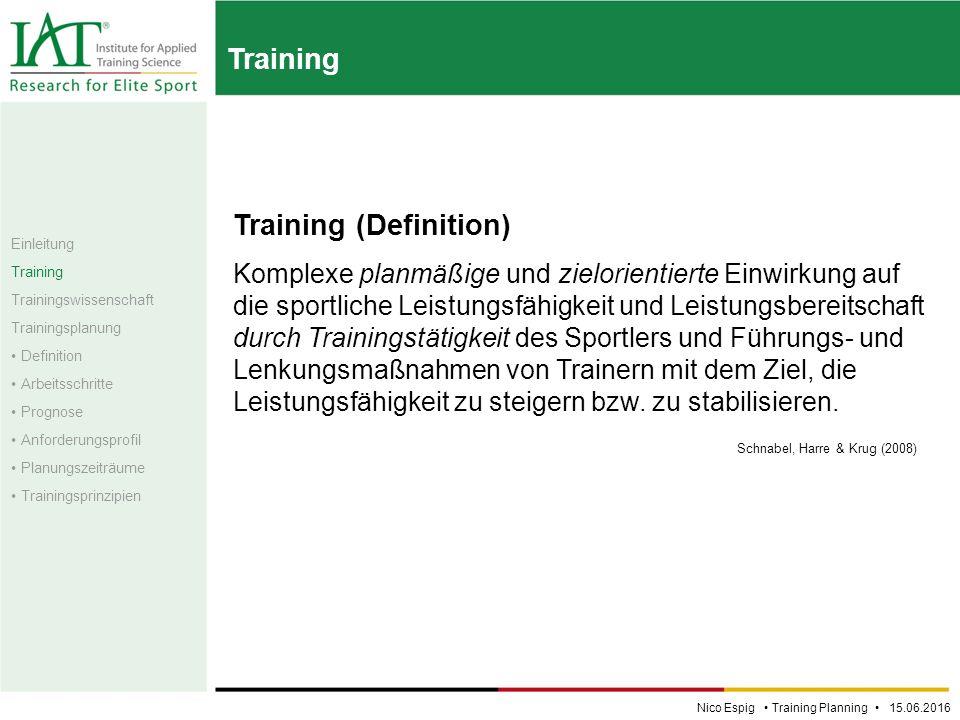 Training Training (Definition) Komplexe planmäßige und zielorientierte Einwirkung auf die sportliche Leistungsfähigkeit und Leistungsbereitschaft durch Trainingstätigkeit des Sportlers und Führungs- und Lenkungsmaßnahmen von Trainern mit dem Ziel, die Leistungsfähigkeit zu steigern bzw.