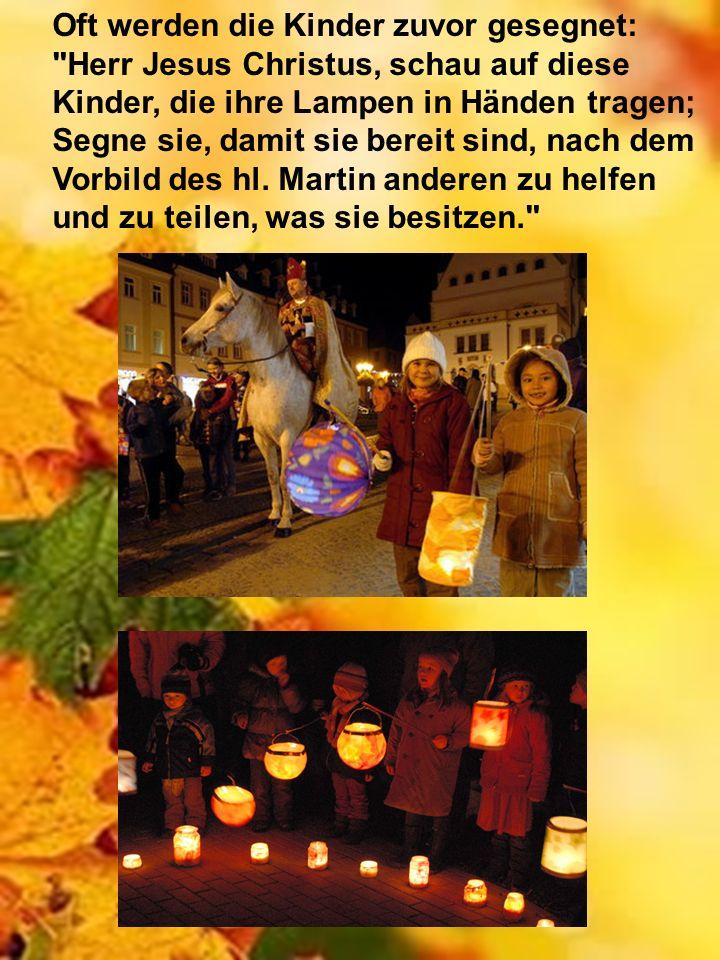 Oft werden die Kinder zuvor gesegnet: Herr Jesus Christus, schau auf diese Kinder, die ihre Lampen in Händen tragen; Segne sie, damit sie bereit sind, nach dem Vorbild des hl.