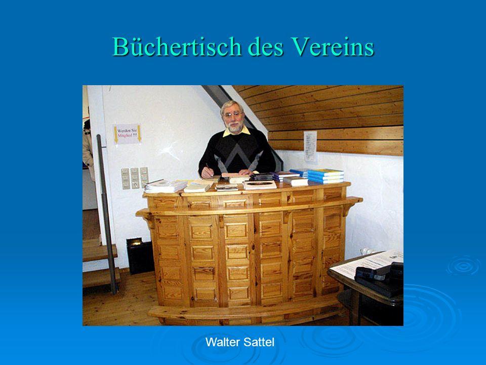 Büchertisch des Vereins Walter Sattel