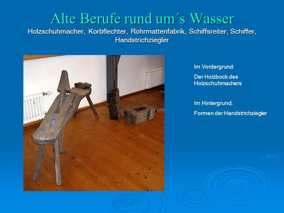 Im Vordergrund: Der Holzbock des Holzschuhmachers Im Hintergrund: Formen der Handstrichziegler