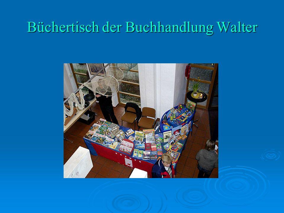 Büchertisch der Buchhandlung Walter
