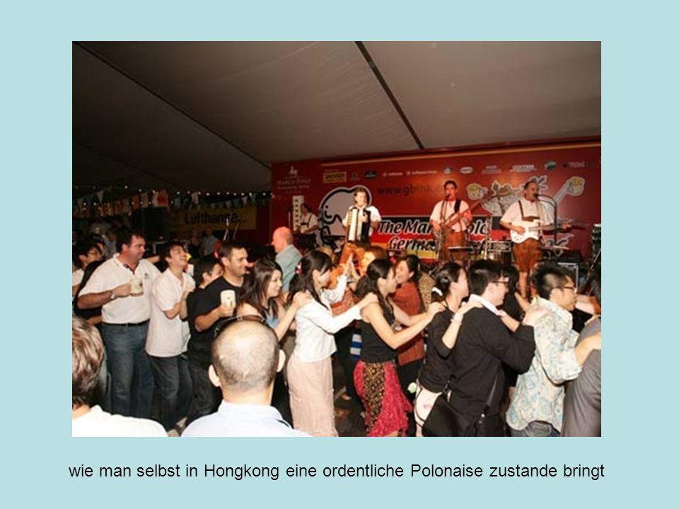Das Oktoberfest in Hong Kong findet in einem großen Luxushotel statt, und unbeeindruckt vom noblen Rahmen lassen es die Gäste hier zwei Wochen lang bayerisch-heftig krachen.