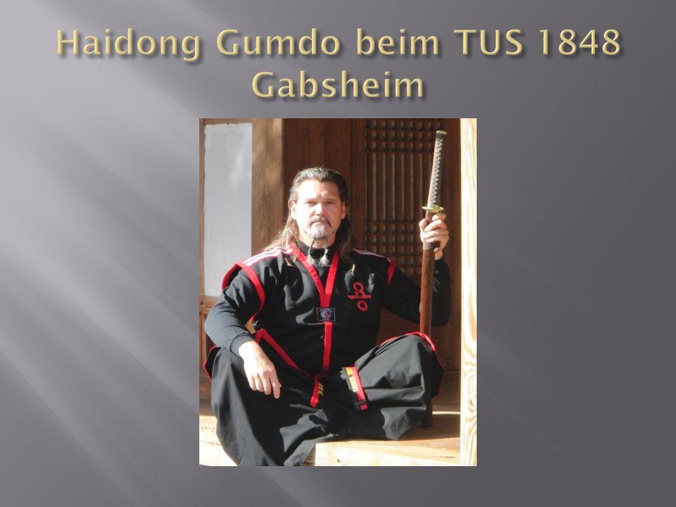 """Haidong Gumdo bedeutet wörtlich übersetzt """"Der Weg des Schwertes am Ostmeer Die Grundlagen des heutigen Haidong Gumdo, lassen sich bis ins 3."""