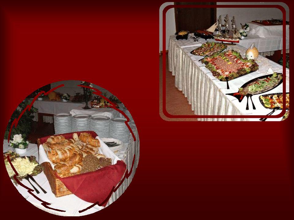 Tanzen und Trinken macht hungrig….auch daran hatte das Ehepaar gedacht. Gegen Mitternacht gab es dann noch ein Buffet.