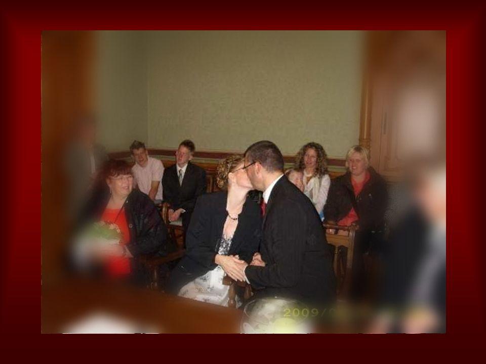 …..die Braut durfte geküsst werden.