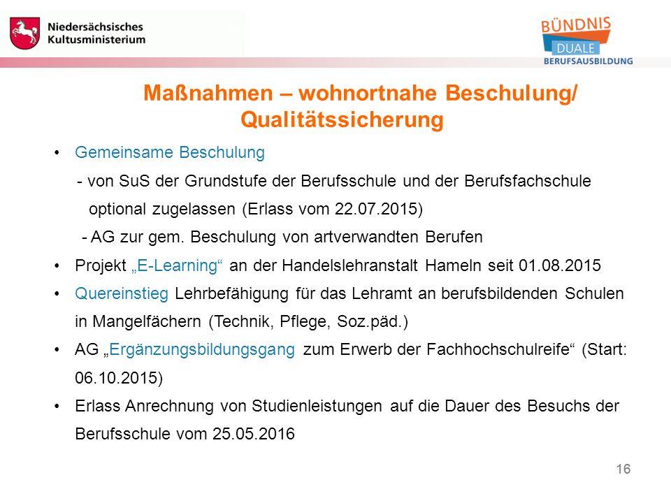 16 Berufliche Bildung 16 Maßnahmen – wohnortnahe Beschulung/ Qualitätssicherung Gemeinsame Beschulung - von SuS der Grundstufe der Berufsschule und der Berufsfachschule optional zugelassen (Erlass vom 22.07.2015) - AG zur gem.