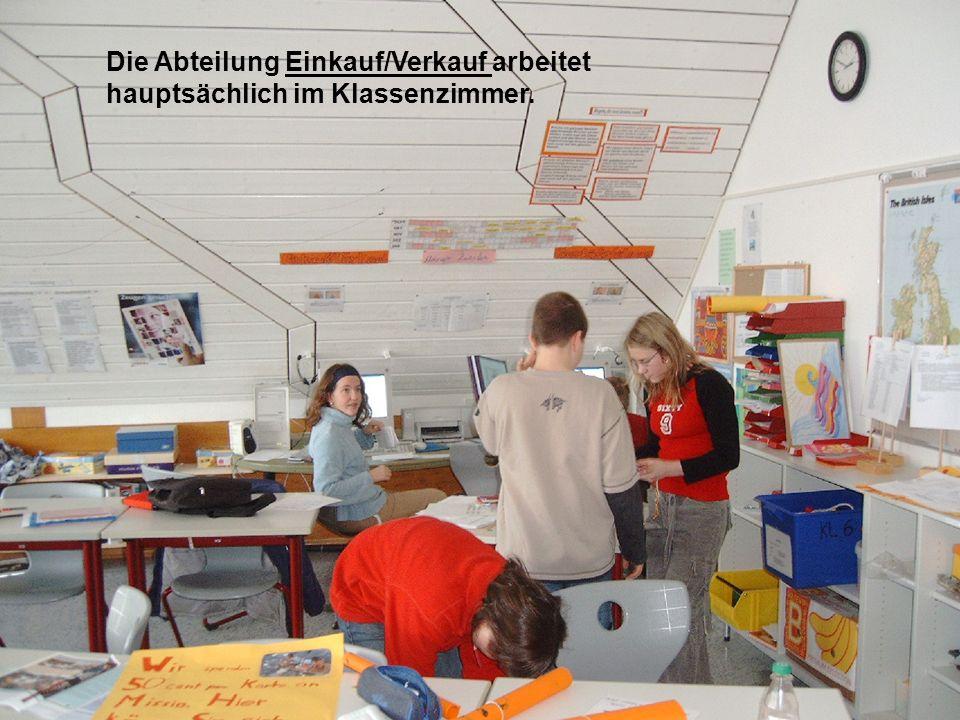 Die Abteilung Einkauf/Verkauf arbeitet hauptsächlich im Klassenzimmer.