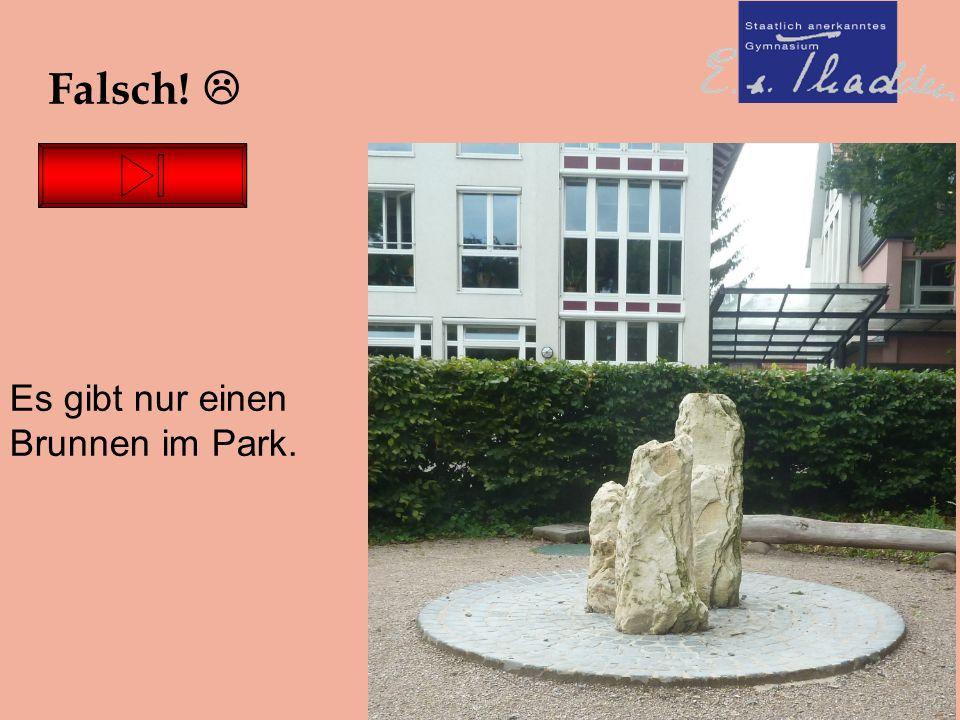 26.06.16 Falsch!  Es gibt nur einen Brunnen im Park.