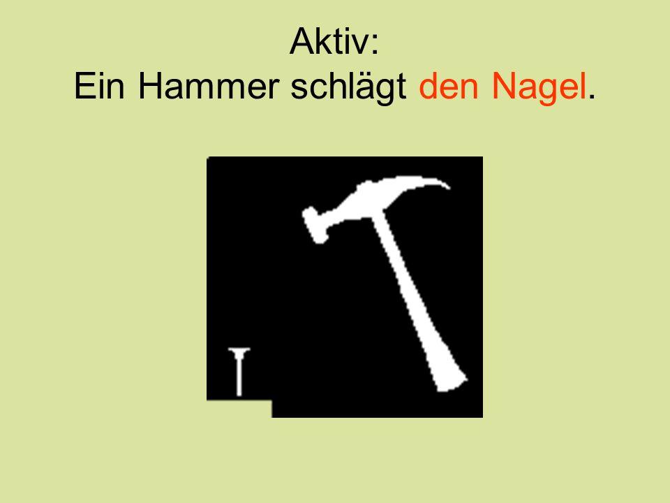 Aktiv: Ein Hammer schlägt den Nagel.