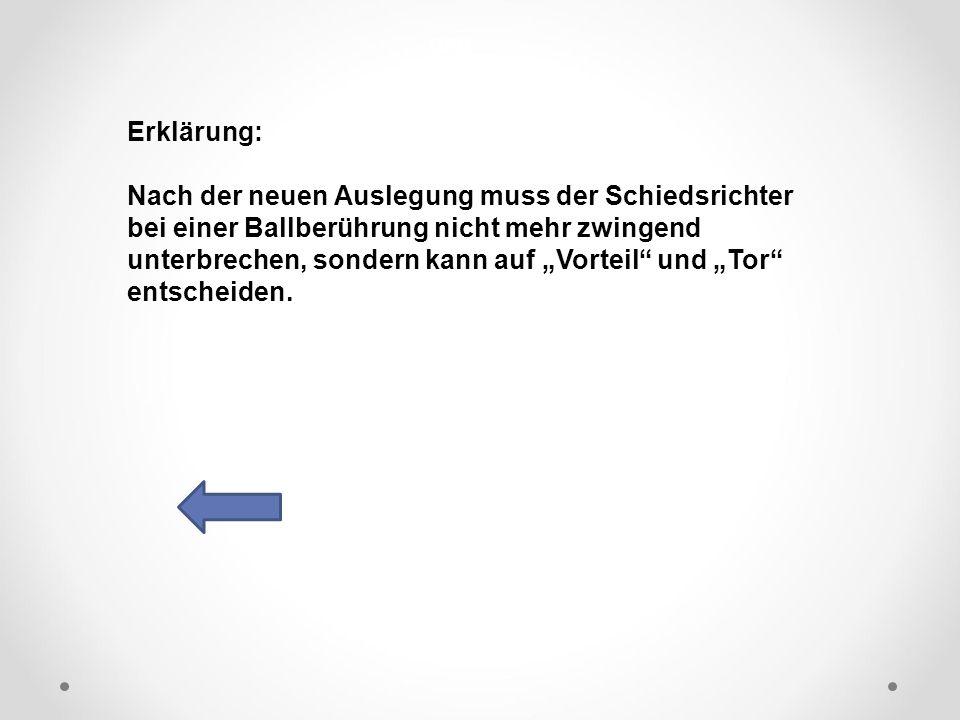 """DFB Erklärung: Nach der neuen Auslegung muss der Schiedsrichter bei einer Ballberührung nicht mehr zwingend unterbrechen, sondern kann auf """"Vorteil und """"Tor entscheiden."""