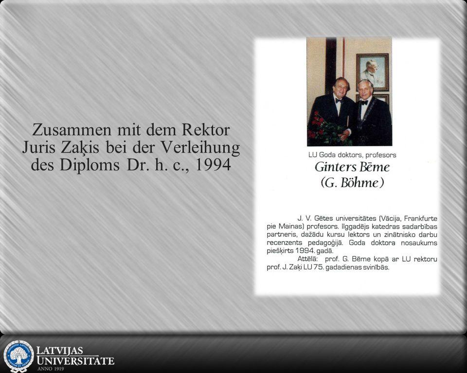Anerkennungschreiben wird vom Rektor der LU Ivars Lācis überreicht, 2006
