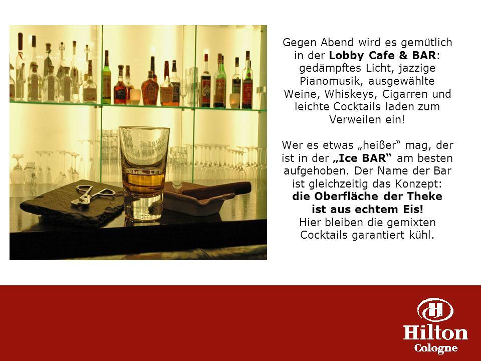 Gegen Abend wird es gemütlich in der Lobby Cafe & BAR: gedämpftes Licht, jazzige Pianomusik, ausgewählte Weine, Whiskeys, Cigarren und leichte Cocktails laden zum Verweilen ein.