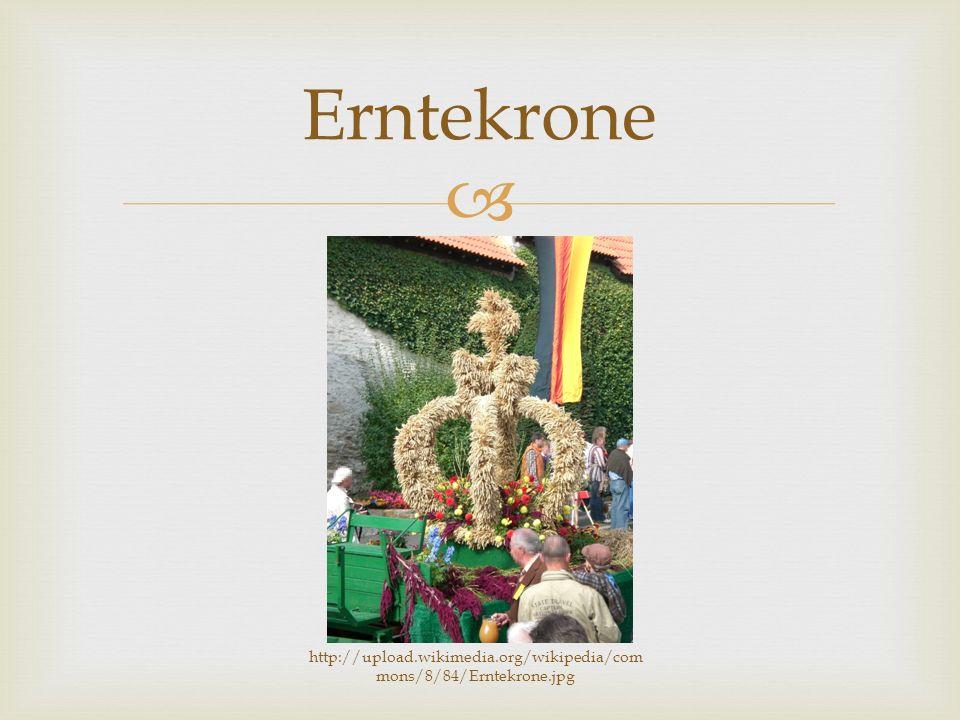  Erntedankumzug Rituale http://upload.wikimedia.org/wikipedia/commons/1/12/Clarholz_Erntedankumzug.jp g