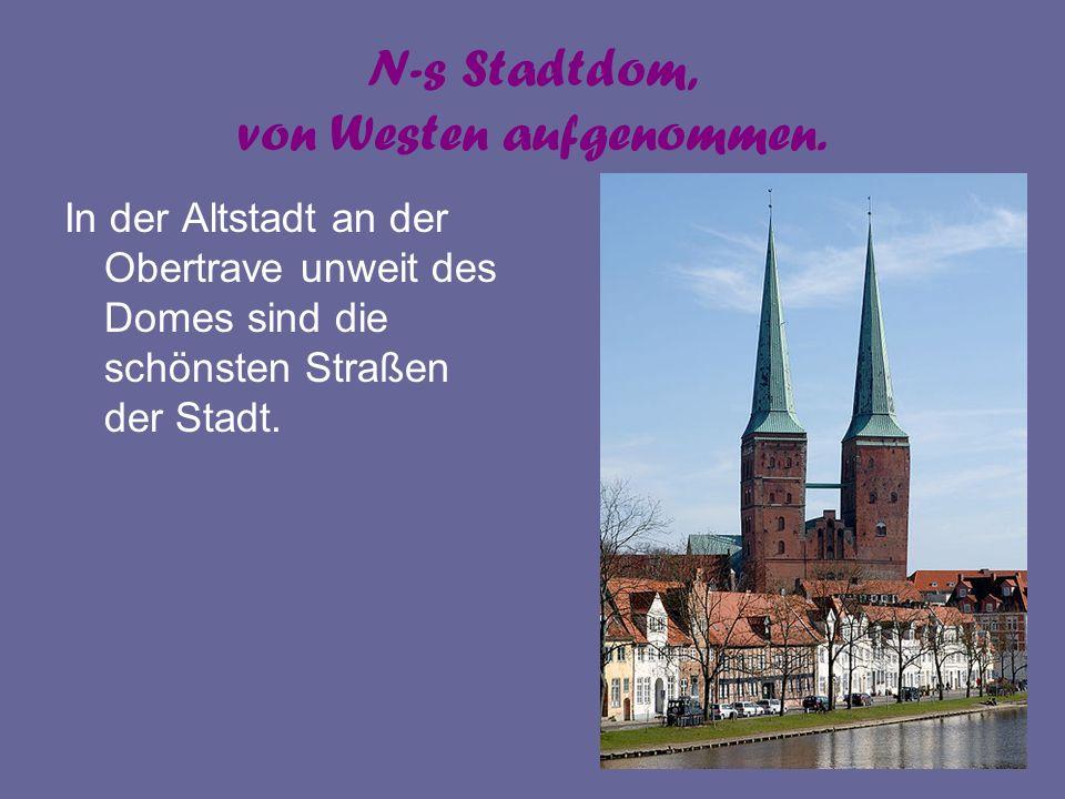 N-s Stadtdom, von Westen aufgenommen. In der Altstadt an der Obertrave unweit des Domes sind die schönsten Straßen der Stadt.