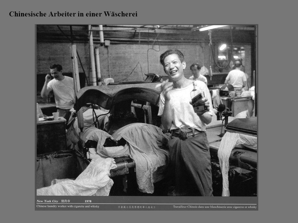 Chinesische Arbeiter in einer Wäscherei