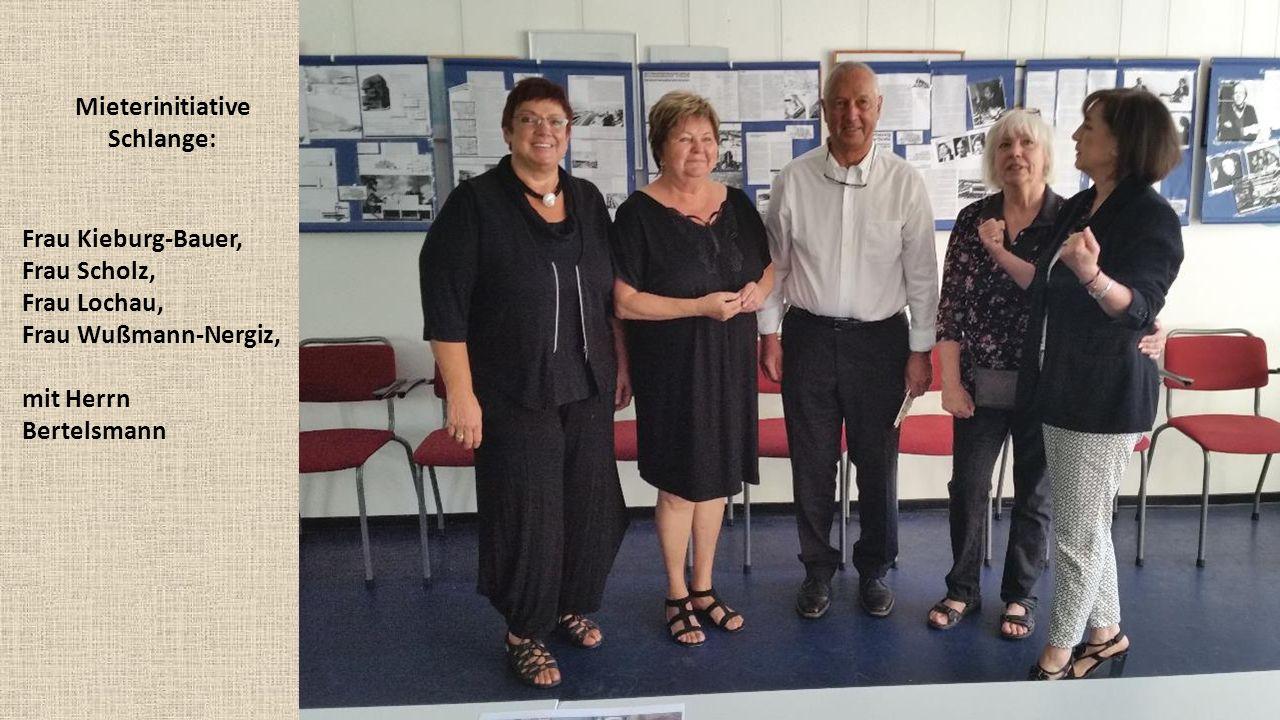 Mieterinitiative Schlange: Frau Kieburg-Bauer, Frau Scholz, Frau Lochau, Frau Wußmann-Nergiz, mit Herrn Bertelsmann