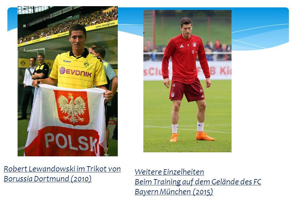 Robert Lewandowski im Trikot von Borussia Dortmund (2010) Weitere Einzelheiten Beim Training auf dem Gelände des FC Bayern München (2015)