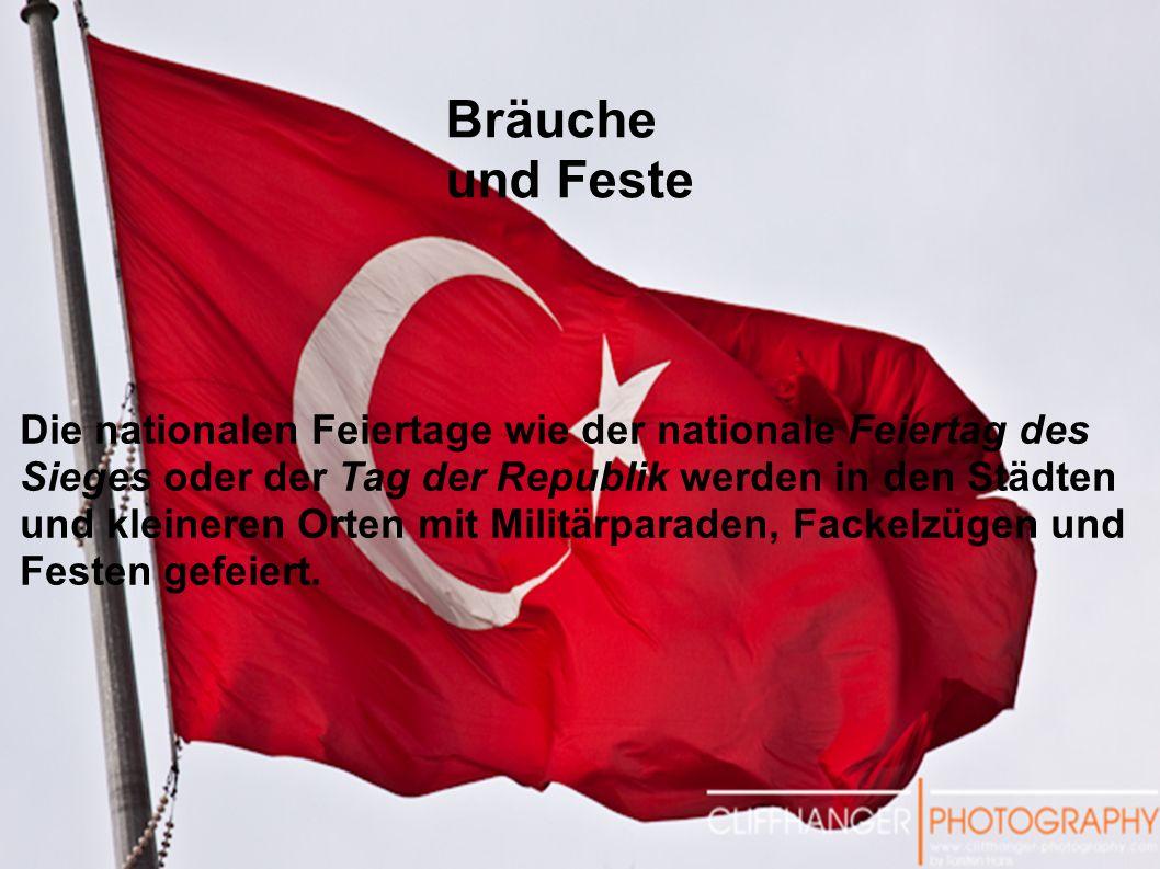 Die nationalen Feiertage wie der nationale Feiertag des Sieges oder der Tag der Republik werden in den Städten und kleineren Orten mit Militärparaden, Fackelzügen und Festen gefeiert.