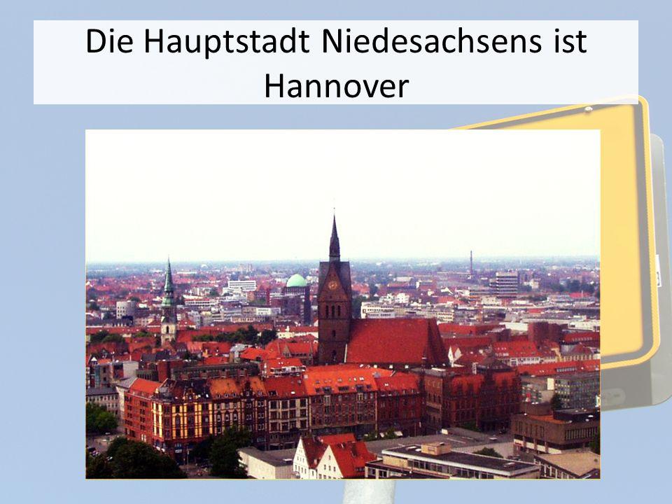 Die Fläche ist etwa 47600 km² Die Bevölkerung zählt etwa 8 Millionen Menschen Niedersachsen ist ein am wichtigest Industriezentrum Deutschlands