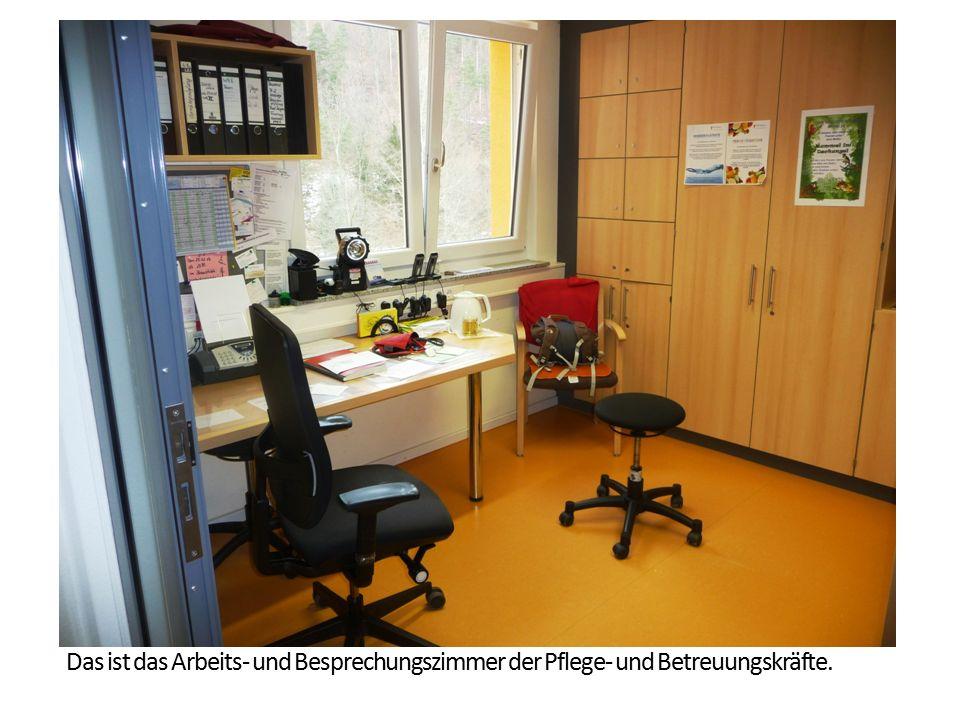Das ist das Arbeits- und Besprechungszimmer der Pflege- und Betreuungskräfte.