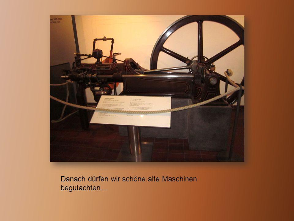 Danach dürfen wir schöne alte Maschinen begutachten…