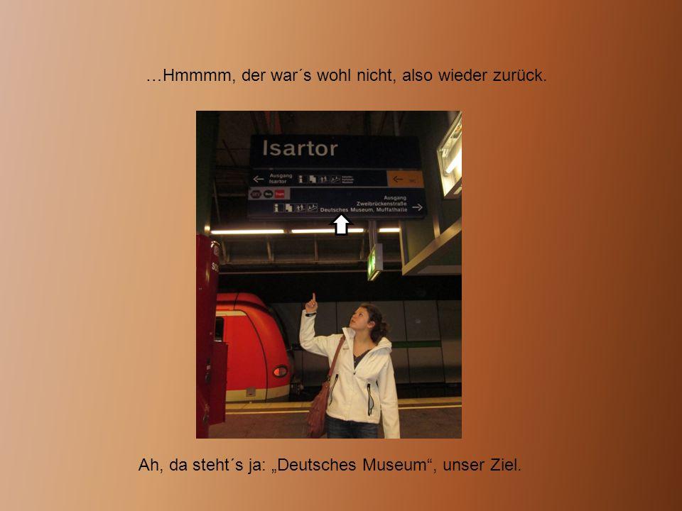"""…Hmmmm, der war´s wohl nicht, also wieder zurück. Ah, da steht´s ja: """"Deutsches Museum"""", unser Ziel."""
