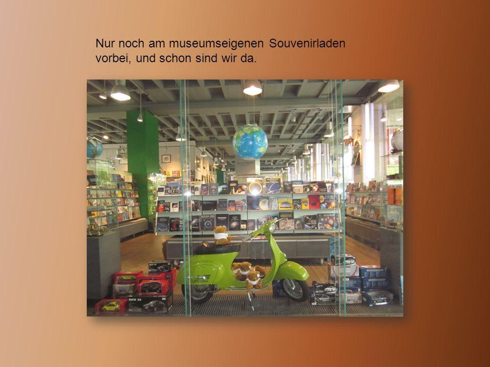 In einer anderen Werkstatt wird gerade das Auto, ein BMW 503, des ehemaligen Bürgermeister Münchens Hans Joachim Vogel wieder in Schuss gebracht, um dann bald den Besuchern des Deutschen Museums vorgestellt werden zu können.