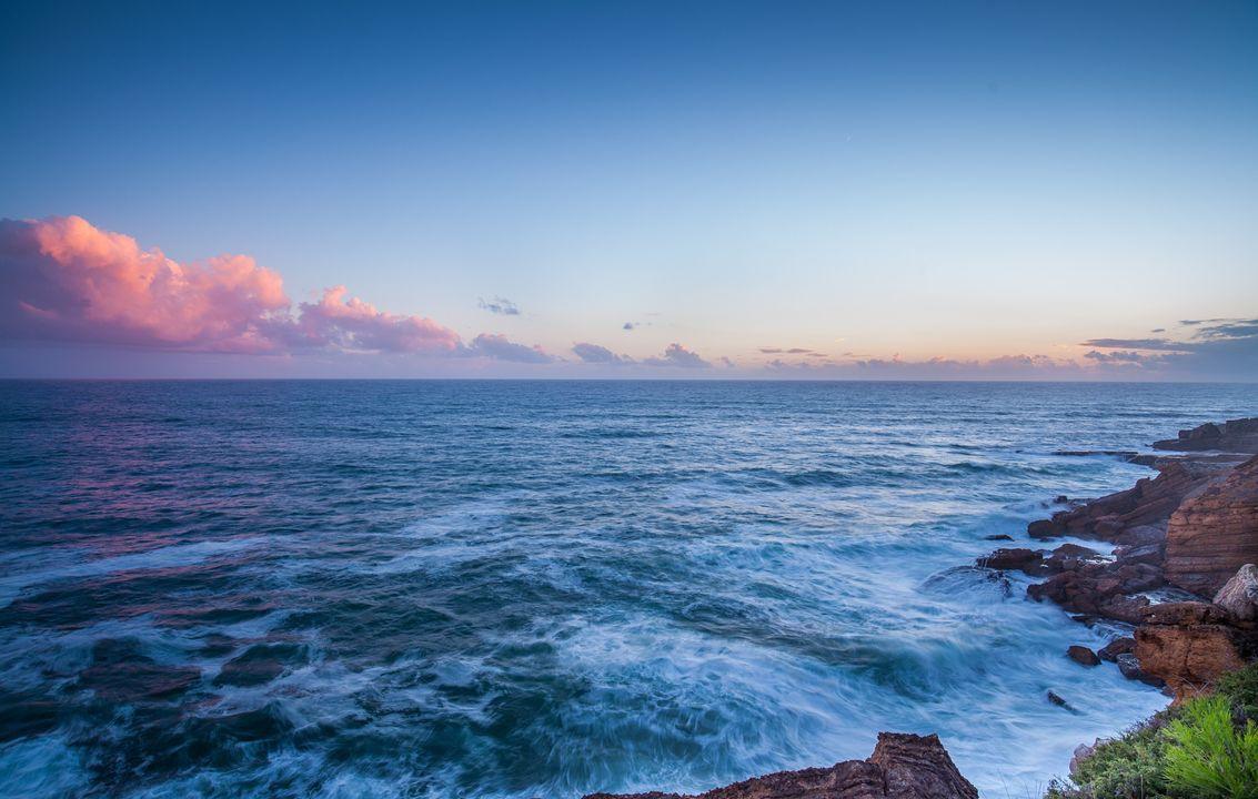 Jesaja 40, 12a (NL) Wer hat das Meer mit seiner Hand gemessen und das Maß des Himmels mit seiner Handspanne festgesetzt?