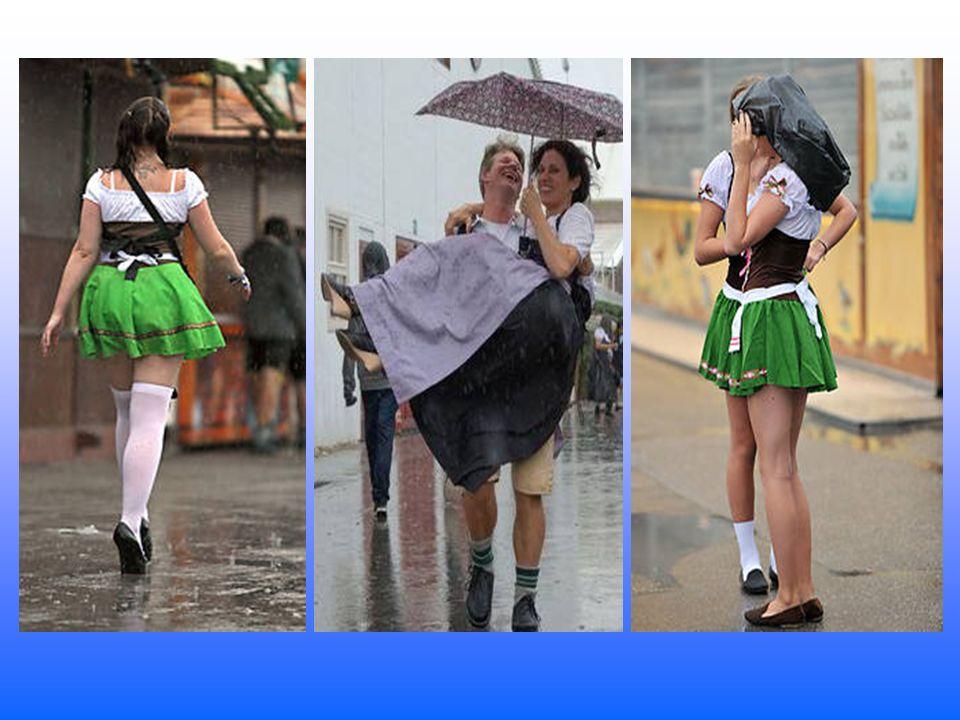 Mit Müllsäcken schützten sich viele Wiesngänger vor dem strömenden Regen am Samstagvormittag in München