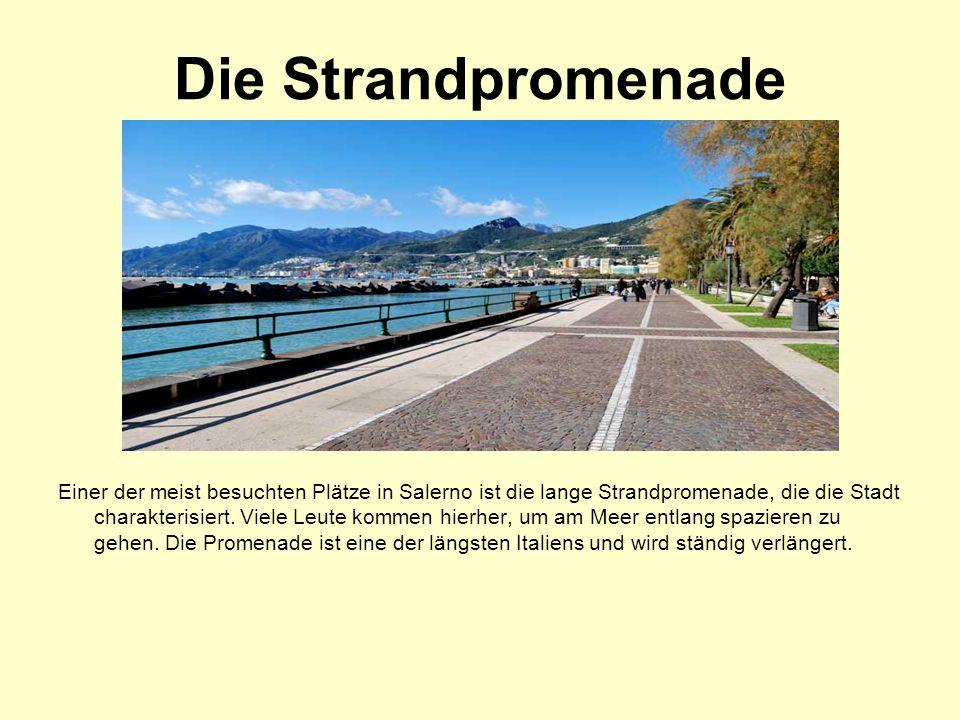 Die Strandpromenade Einer der meist besuchten Plätze in Salerno ist die lange Strandpromenade, die die Stadt charakterisiert.