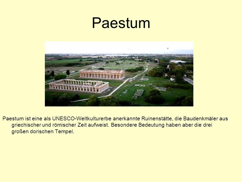 Paestum Paestum ist eine als UNESCO-Weltkulturerbe anerkannte Ruinenstätte, die Baudenkmäler aus griechischer und römischer Zeit aufweist.