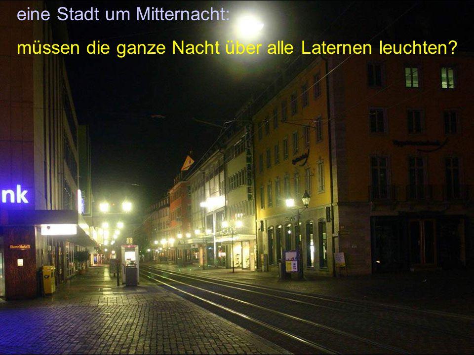 eine Stadt um Mitternacht: müssen die ganze Nacht über alle Laternen leuchten?