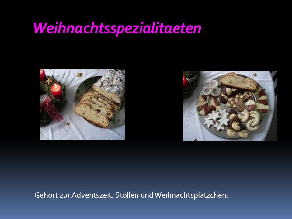 Weihnachtsspezialitaeten Gehört zur Adventszeit: Stollen und Weihnachtsplätzchen.