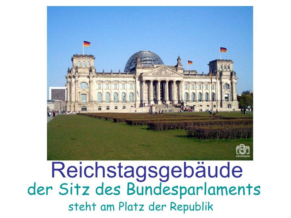 Reichstagsgebäude der Sitz des Bundesparlaments steht am Platz der Republik