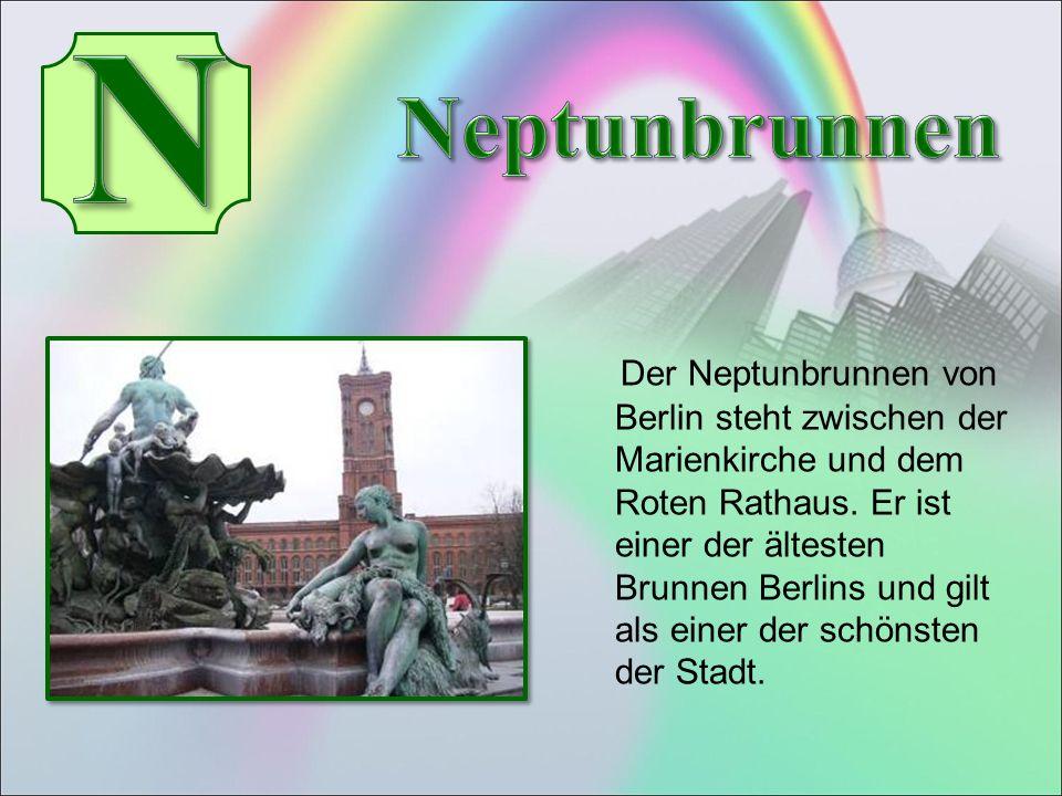 Der Neptunbrunnen von Berlin steht zwischen der Marienkirche und dem Roten Rathaus.
