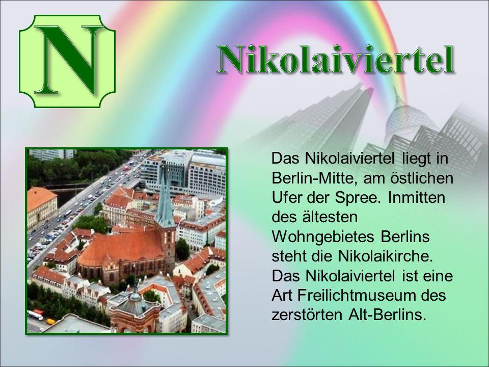 Das Nikolaiviertel liegt in Berlin-Mitte, am östlichen Ufer der Spree.