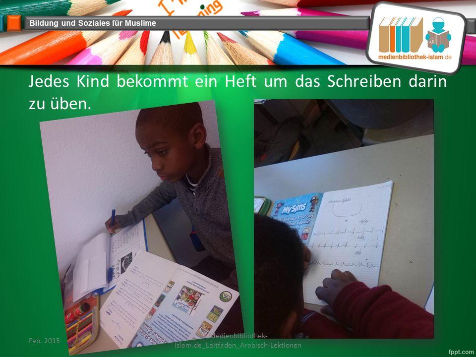Jedes Kind bekommt ein Heft um das Schreiben darin zu üben.