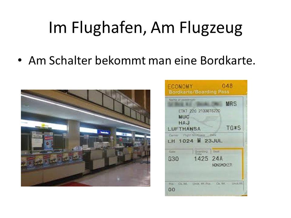 Im Flughafen, Am Flugzeug Am Schalter bekommt man eine Bordkarte.