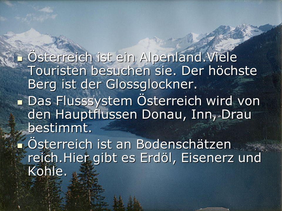 Österreich ist ein Alpenland.Viele Touristen besuchen sie.